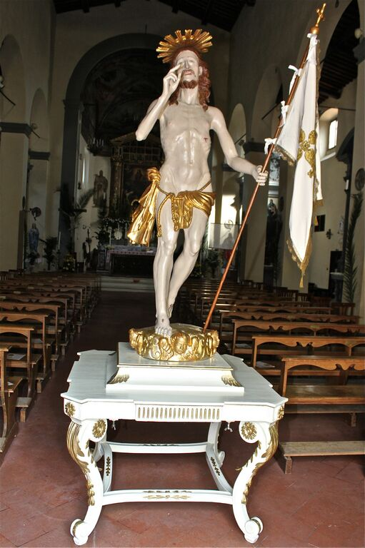 You are browsing images from the article: Statua Gesu' Risorto